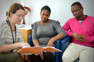 Midwife supporting parents make an informed choice