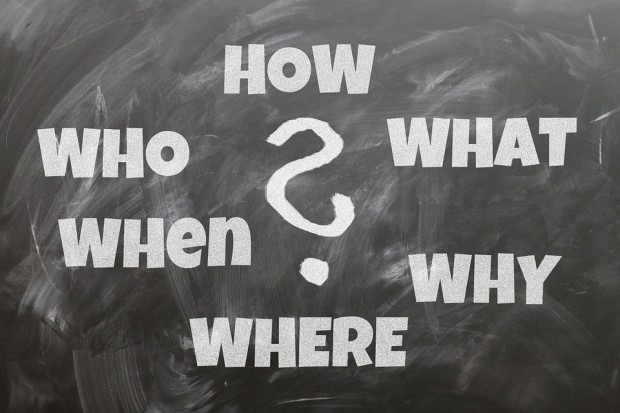 A blackboard with who, what, why, where, when and how written on it in chalk.