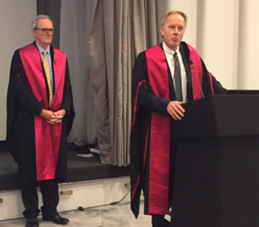 Professor Cliff Shearman, right, introduces Jonothan Earnshaw's Hunterian Lecture