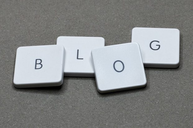Tiles spelling the word 'blog'